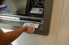 Kenapa ATM Tidak Bisa Tarik Tunai? Ini Penyebab & Solusinya