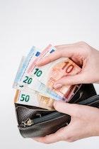 Mau Hemat Uang Belanja? Ikuti Situs Freelancer Untuk Menambah Uang Saku Berikut Ini!