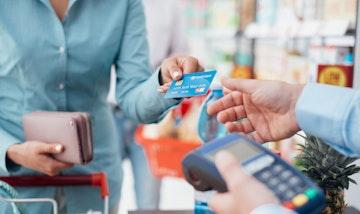 menghindari bunga dalam menggunakan kartu kredit