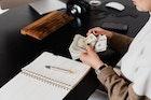 4 พฤติกรรมแย่ๆ ที่ทำให้เงินเก็บหายไป